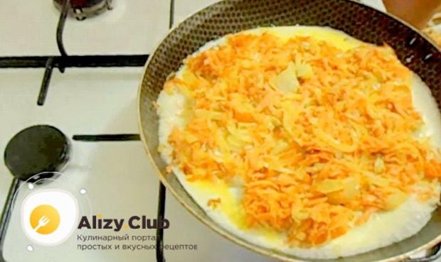 Для приготовления минтая жареного с морковью и луком. добавьте сливки