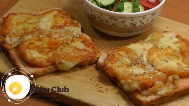Для приготовления жареного сыра, подготовьте ингредиенты