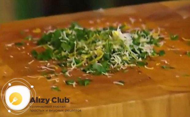 Для приготовления трески в духовке по рецепту. приготовьте начинку