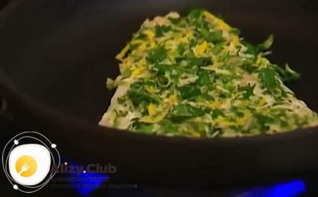 Для приготовления трески в духовке по рецепту. обжарьте рыбу