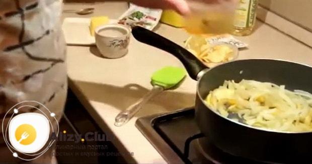 Для приготовления трески в духовке по рецепту. добавьте специи