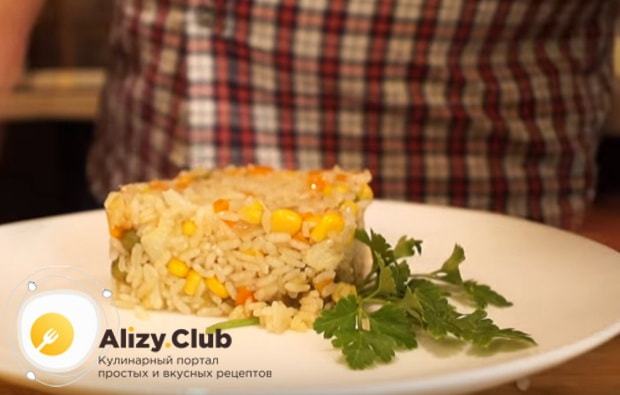 выкладываем готовое блюдо на порционные тарелки