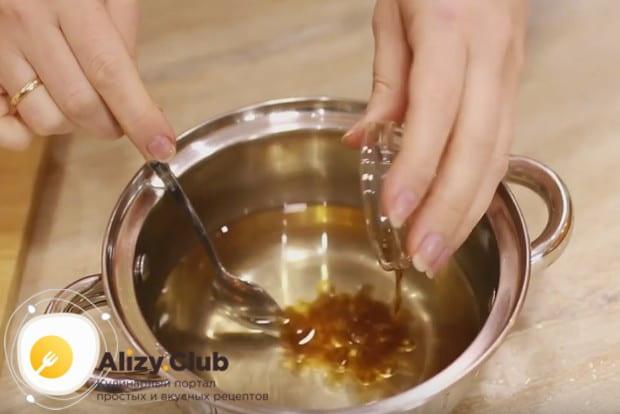 В остывший сироп добавляем ром и перемешиваем.