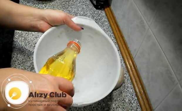 Для приготовления хлеба на закваске, подготовьте форму для расстойки теста