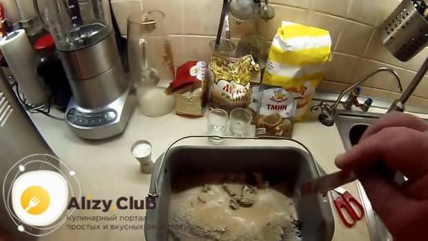 По рецепту для приготовления ржаного хлеба на закваске, смешайте ингредиенты