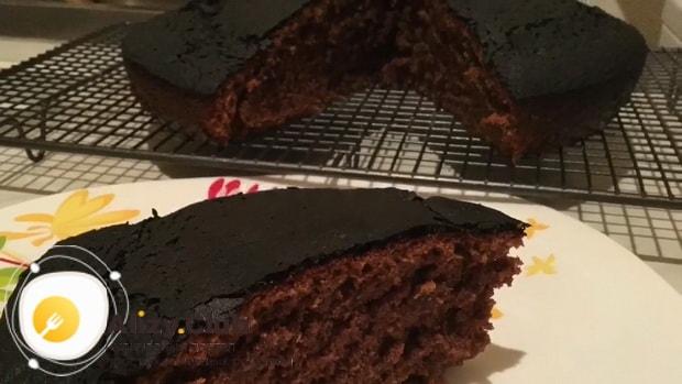 Для приготовления пирога со сметаной, разогрейте духовку