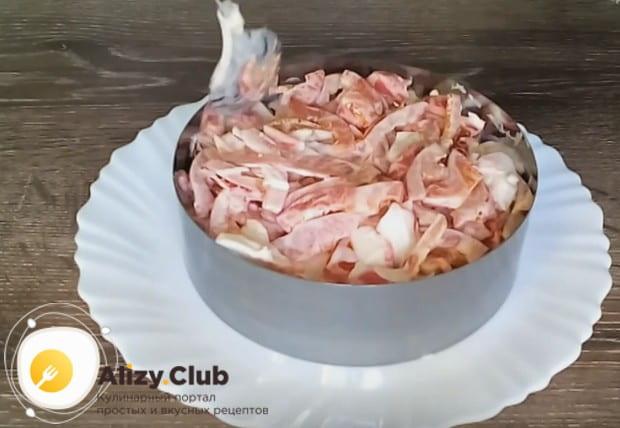 Посмотрите у нас также видео о том, как красиво можно подать салат Красное море.