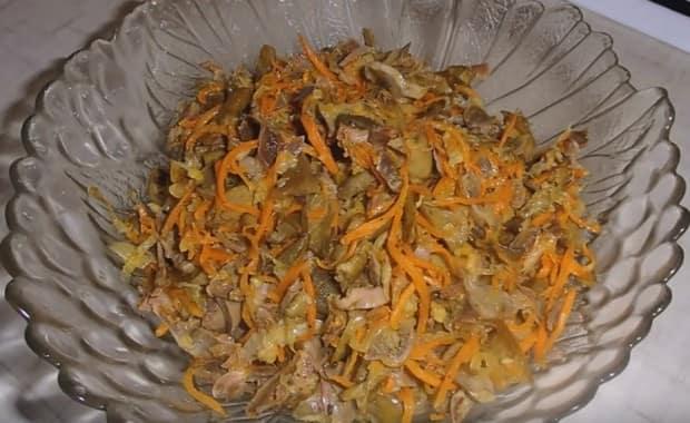 Как приготовить салат из куриных желудков