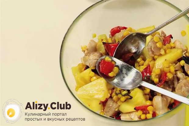 Видео рецепта приготовления салата с ананасом и куриной грудкой