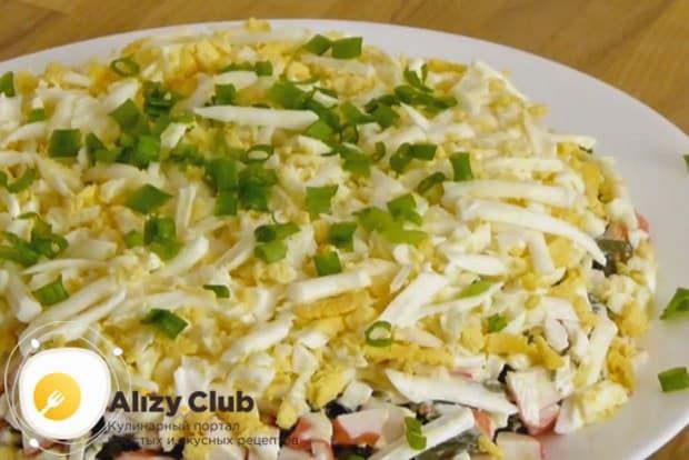 Опробуйте такой простой и вкусный рецепт салата с морской капустой и яйцом.