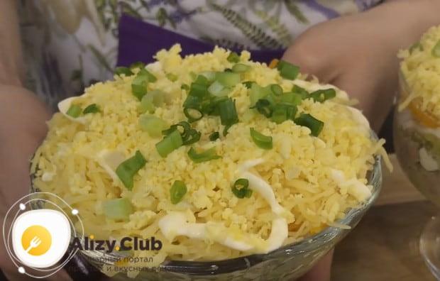 Вот такой красивый и вкусный салат с печень трески и свежим огурцом у нас получился.