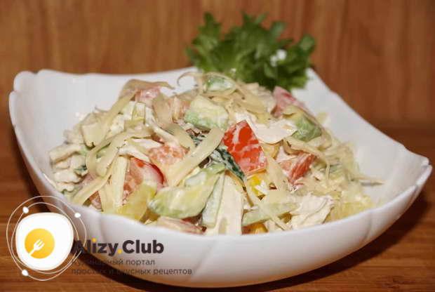 Видео рецепта салата из авокадо с овощами