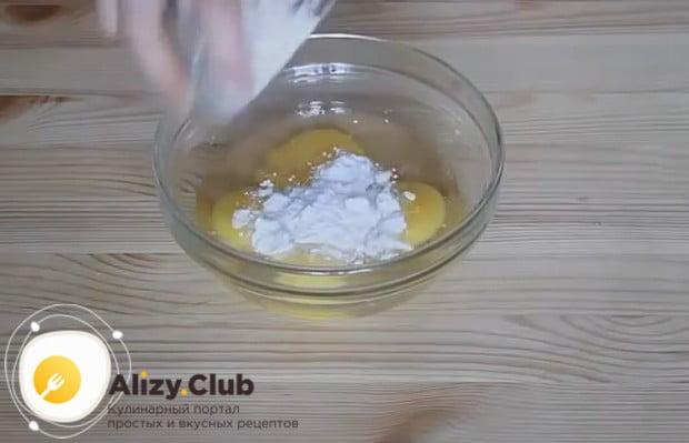 Рецепт яичных блинчиков для салата предельно простой.
