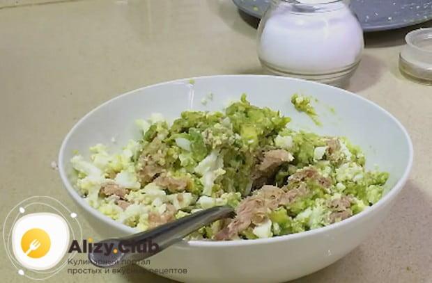 Этот салат будет также вкусным с тунцом и рукколой.