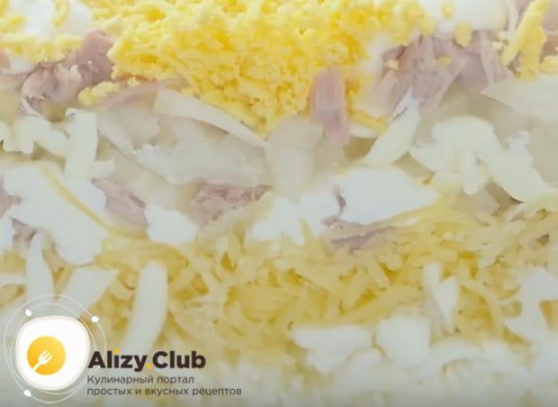 Такой салат очень красиво выглядит на срезе.