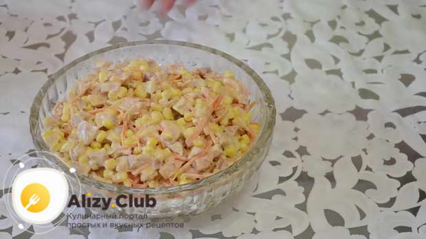 Видео рецепта приготовления салата с копченой курицей и корейской морковью