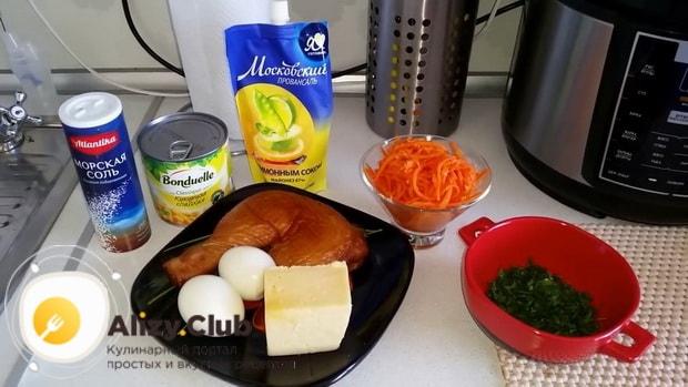 Для приготовления салата с копченым окорочком подготовьте ингредиенты