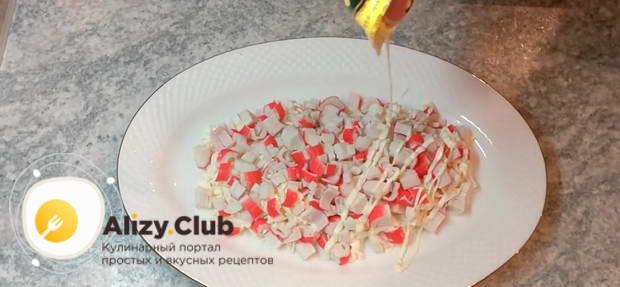 салат с крабовыми палочками яйцом и сыром