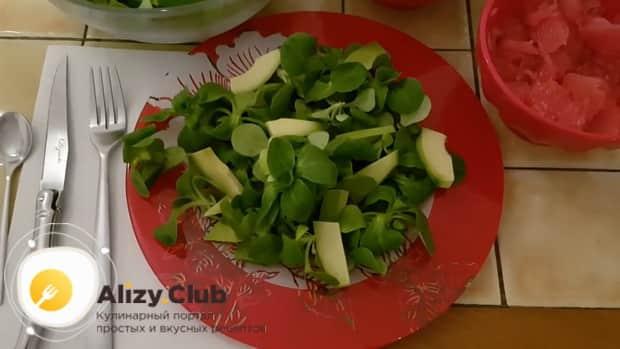Готовим салат с креветками авокадо и помидорами черри