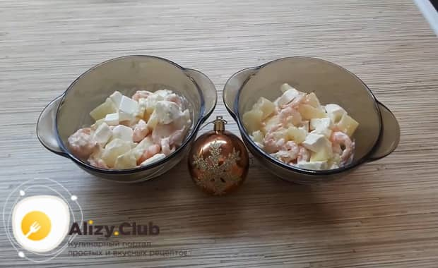 Для приготовления салата с креветками крабовыми палочками и ананасом подготовьте ингредиенты