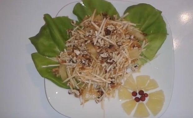 Пошаговый рецепт приготовления салата с сельдереем и яблоком