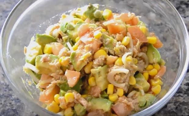 Пошаговый рецепт приготовления салата с консервированным тунцом