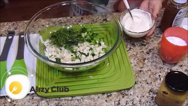 Тщательно перемешиваем все ингредиенты соуса