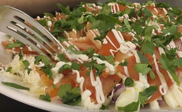 Как приготовить салат с консервированной фасолью по пошаговому рецепту с фото