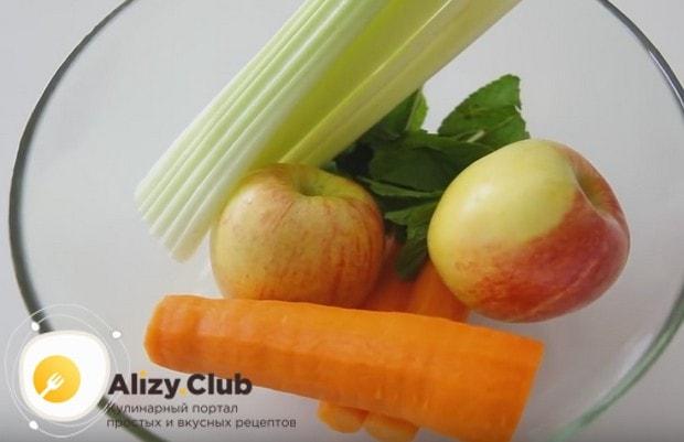 Приготовим вкуснейший смузи из сельдерея, яблок и моркови.