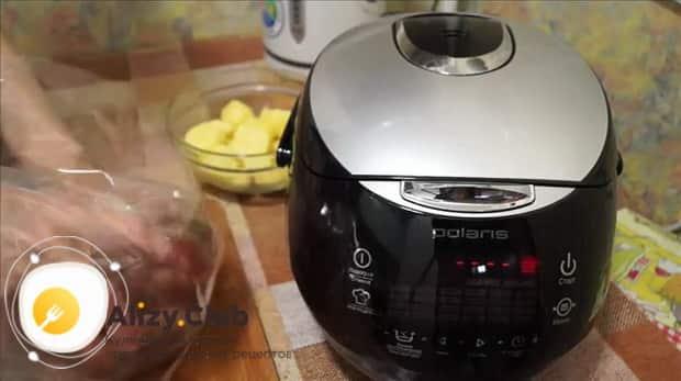 Смотрите как вкусно приготовить свиной окорок в мультиварке