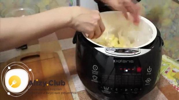 Для приготовлления свиного окорока в мультиварке. нарежьте картофель
