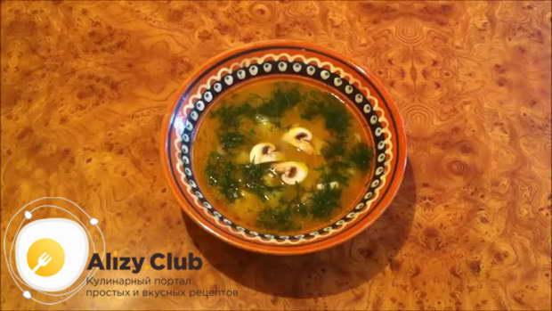 Видео рецепта сырного супа с курицей и грибами