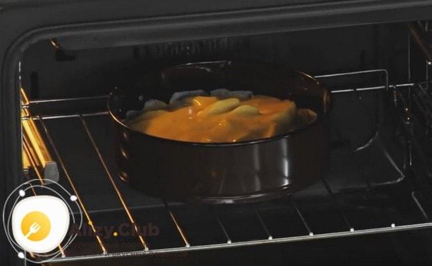 Пирог тарт татен с яблоками выпекаем 40 минут.
