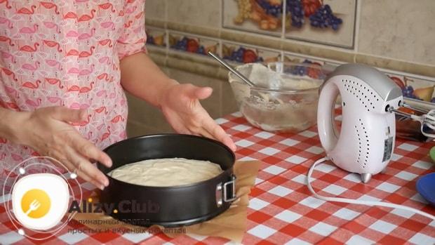 Для приготовления тирамису без яиц со сливками и маскарпоне приготовьте корж