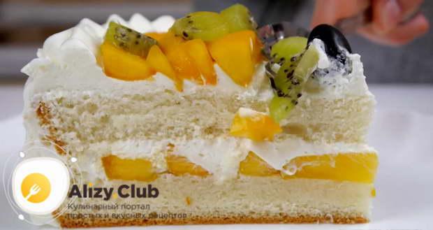 Видео рецепта бисквитного торта с фруктами