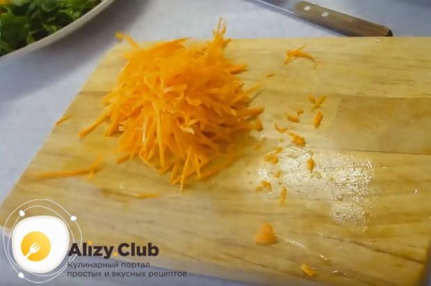 Вкусной получается свинина, тушеная с морковью и луком.