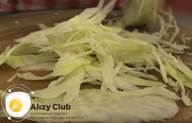 Чтобы приготовить настоящий украинский борщ, как в нашем пошаговом рецепте с фото, понадобится также капуста.