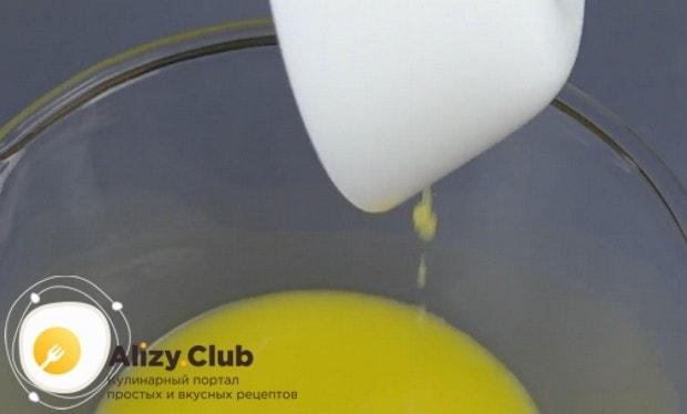 Чтобы приготовить тесто для балиша по-татарски, понадобится растопленное сливочное масло.