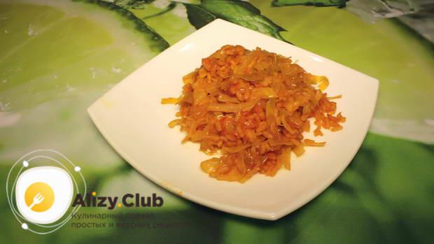 мультиварку выключаем, рис с капустой перемешиваем, раскладываем по тарелкам