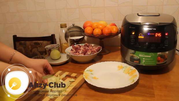 Рецепт куриных сердечек в сметане, приготовленных в мультиварке