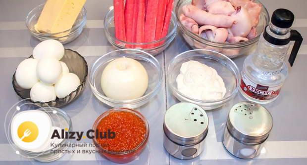 Выбираем продукты для салата с кальмарами и крабовыми палочками