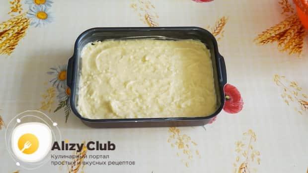 Для приготовления пирога на сметане, включите духовку