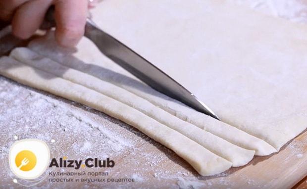 тесто нарезаем на полоски