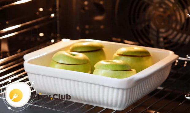 Как приготовить яблоки запеченные в духовке с медом по пошаговой фото инструкции