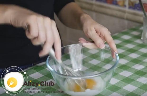 А вот еще один простой рецепт с фото яичных блинов с начинкой.