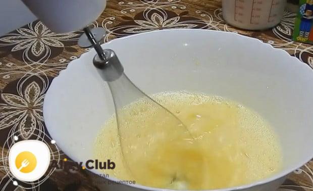 По этому рецепту вы сможете приготовить жидкое тесто для пирога также на майонезе.