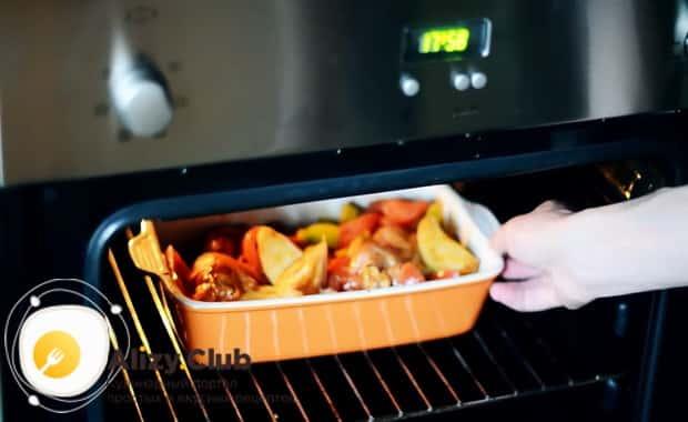 Как приготовить курицу с овощами, запеченную в духовке, по рецепту с фото