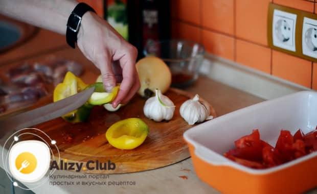 Готовим курицу с картошкой и овощами в духовке