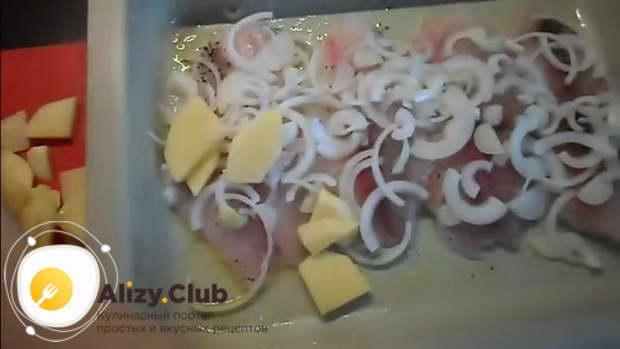 Очистите 500 г картофеля, нарежьте его пластинами средней толщины