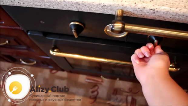 Включите духовку для разогрева на 220 градусов